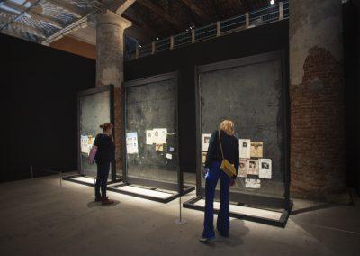 Teresa Margolles, La Búsqueda (2), 2014. 58° Bienal de Venecia (2019) [Arsenale]. Foto: Italo Rondinella. Cortesía: La Biennale di Venezia
