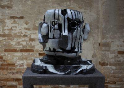 Nicole Eisenman, escultura fechada 2018-2019. 58° Bienal de Venecia (2019) [Arsenale]. Foto: Italo Rondinella. Cortesía: La Biennale di Venezia