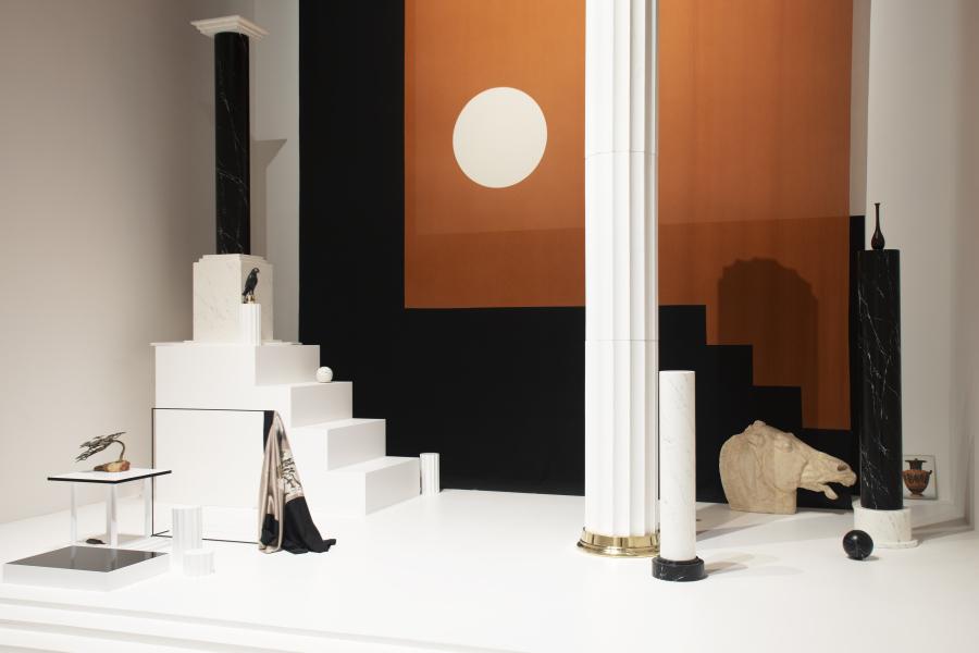 Haris Epaminonda, VOL. XXVII, 2019, instalación en técnica mixta. Foto: Italo Rondinella. Cortesía: La Biennale di Venezia