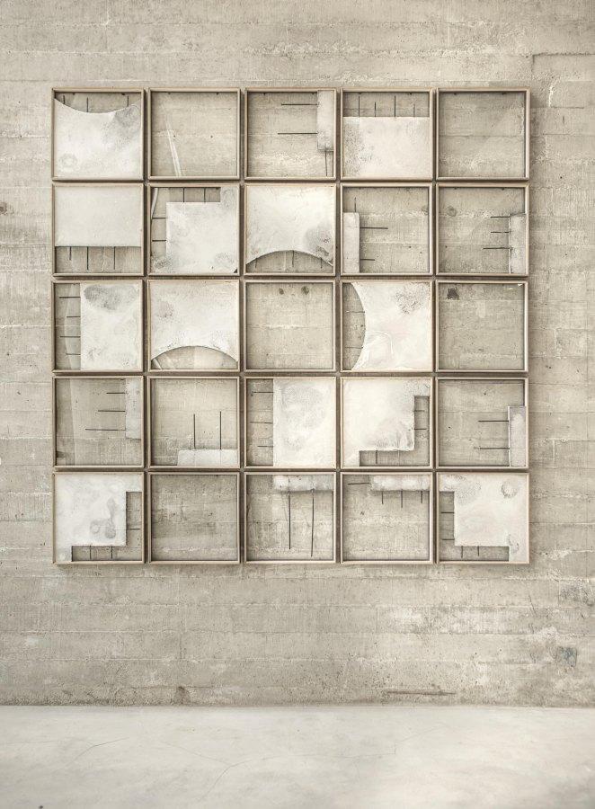 Ishmael Randall Weeks, Chacana, 2019, grout metálico, fierro, madera y vidrio, 262 x 262 cm. Foto cortesía de Revolver, Lima.