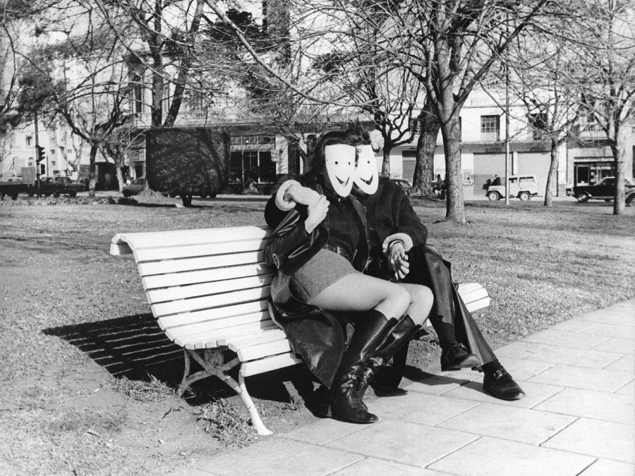 """Luis Pazos, La cultura de la felicidad, 1971. Parte de la muestra """"+Mundos –Imposibles"""", en el Museo Provincial de Bellas Artes Emilio Caraffa de Córdoba, Argentina."""