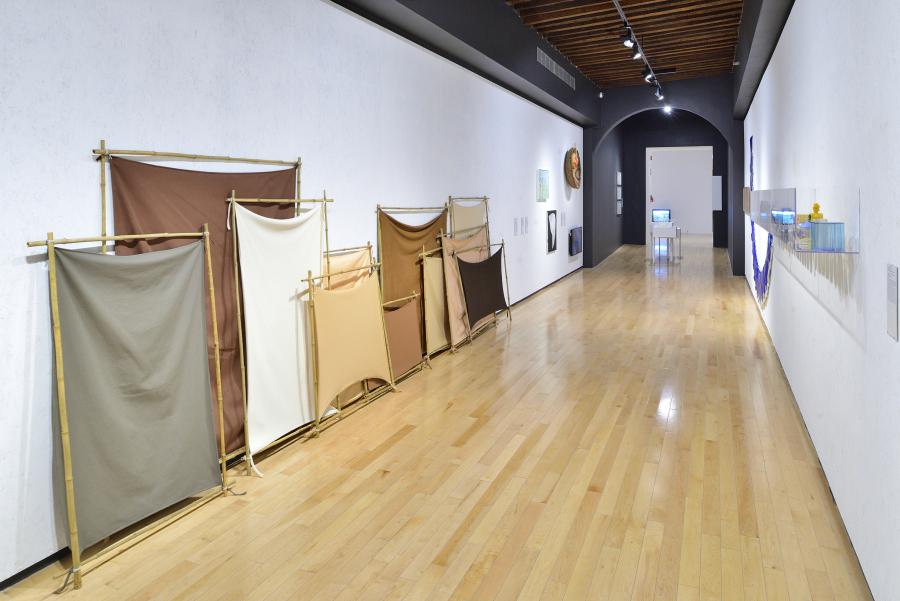 """Vista de la exposición """"Portadores de sentido: Arte contemporáneo en la Colección Patricia Phelps de Cisneros"""", en el Museo Amparo, Puebla, México, 2019. Cortesía: Museo Amparo"""