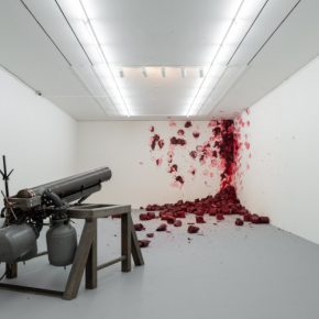 Anish Kapoor, Shooting into the corner (2008-2009). Vista de la exposición