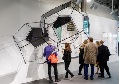 "Tomás Saraceno en Esther Schipper, sección ""Galleries"" de Art Basel 2019. Foto cortesía de Art Basel"