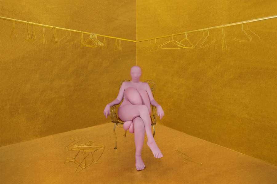 Berna Reale, Seus moldes não me servem, 2019, impresión en papel de algodón, metacrilato, 100 x 150 cm. Cortesía: Galería Nara Roesler, Nueva York