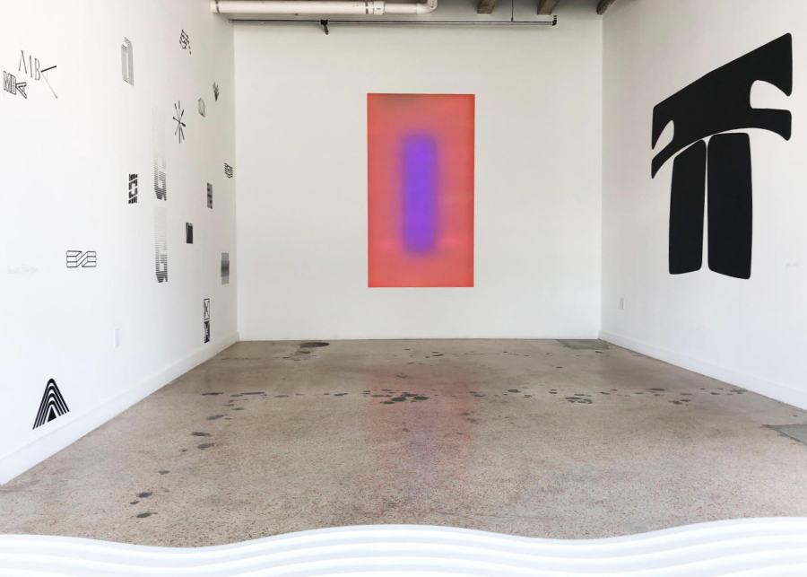 """De izq. a der.: Alessandro Balteo-Yazbeck, 2006 (2008); Carlos Castillo,Bandera, 1983; Gerd Leufert, Nenias, 1969. Vista de la exposición """"Reconstrucción"""" en META Miami, 2019"""
