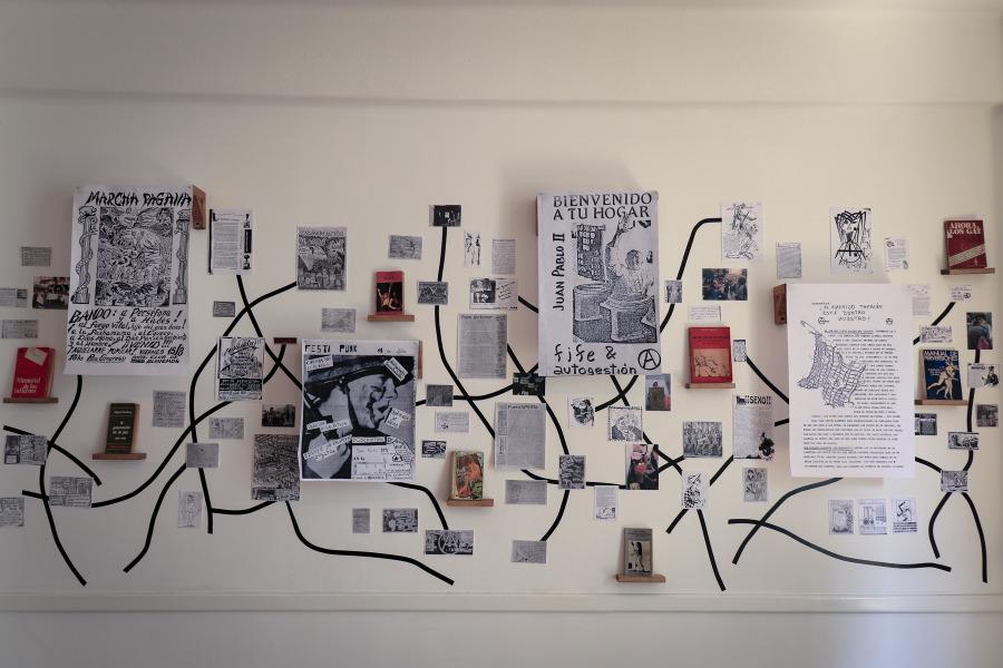 """Vista de la exposición """"Underland"""", del Archivo de Culturas Subterráneas (ACS), en Terremoto La Postal, Ciudad de México, 2019. Foto cortesía de Terremoto"""