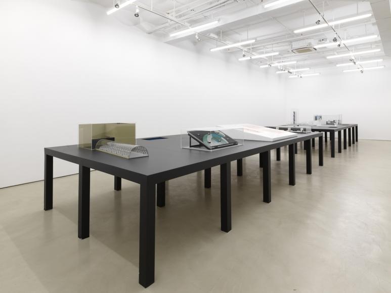 Vista de la exposición Unrealized / Não feito, de Regina Silveira, en Alexander Gray Associates, Nueva York, 2019. Cortesía de la galería