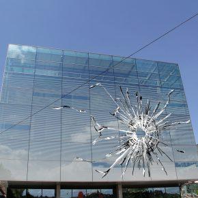Regina Silveira, representación digital de Stray Bullet (KUBUS-Kunst Museum, Stuttgart, Alemania), 2018/2019. Cortesía de Alexander Gray Associates