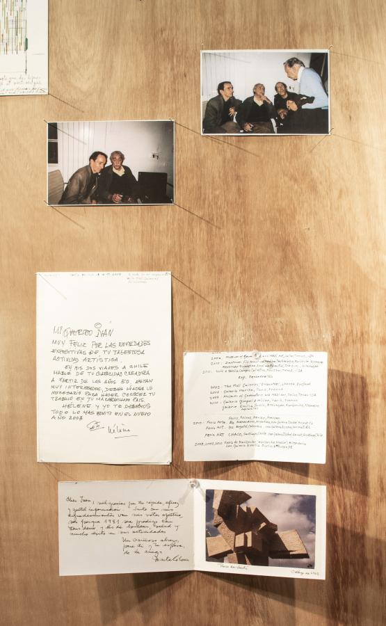 Vista de Gabinete, archivo de Iván Contreras-Brunet, en Aninat Galería de Arte, Santiago de Chile, 2019. Foto cortesía de la galería