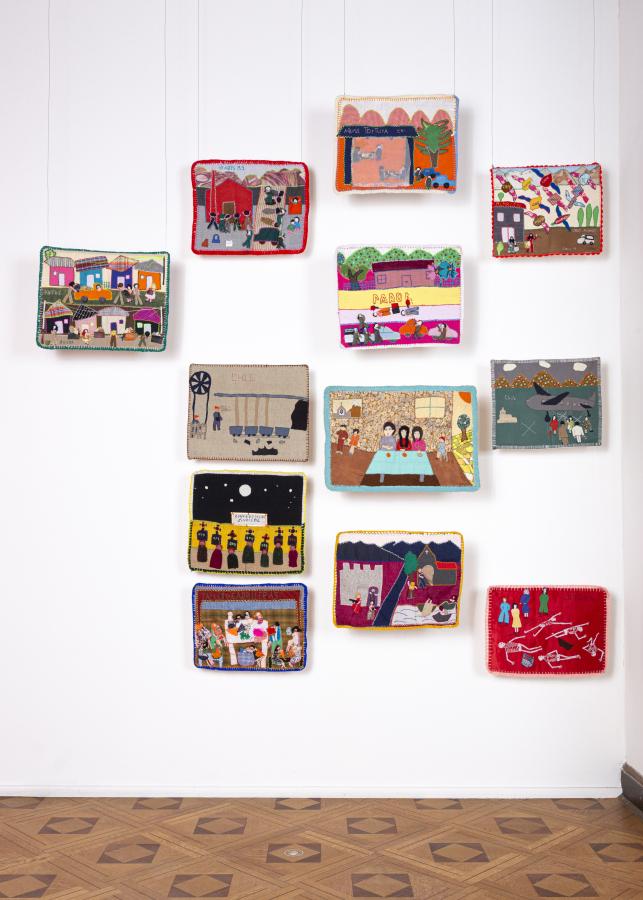 """Vista de la exposición """"Tejido social: Arte textil y compromiso político"""", en el Museo de la Solidaridad Salvador Allende (MSSA), Santiago de Chile, 2019. Foto: Benjamín Matte / MSSA"""