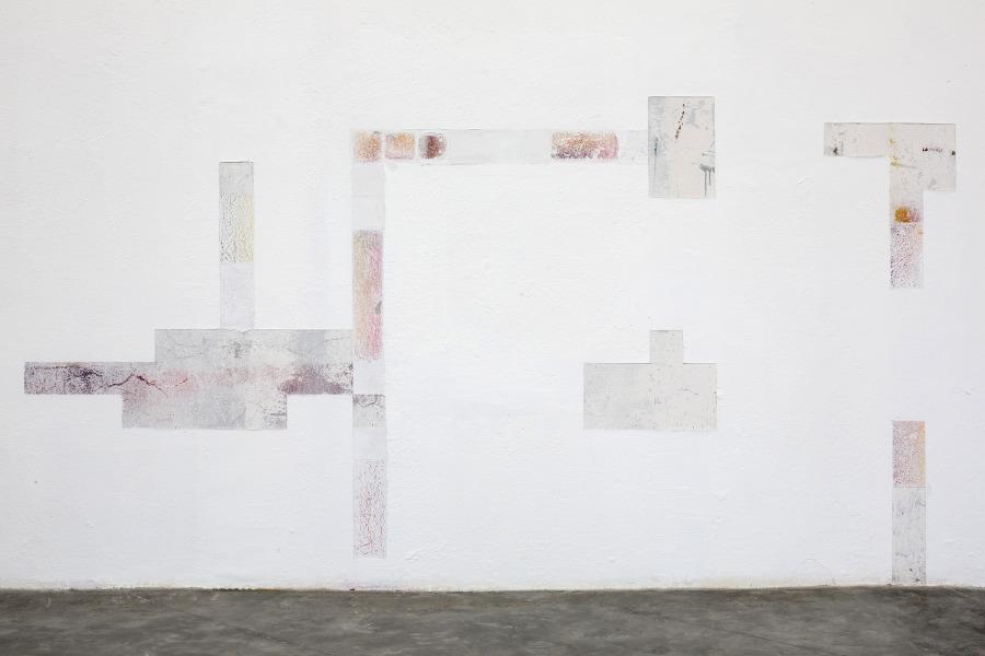 """Vista de la exposición """"Todos los siglos son un solo instante"""", de Cynthia Gutiérrez, en La Tallera, Cuernavaca, México, 2019. Foto cortesía de La Tallera"""
