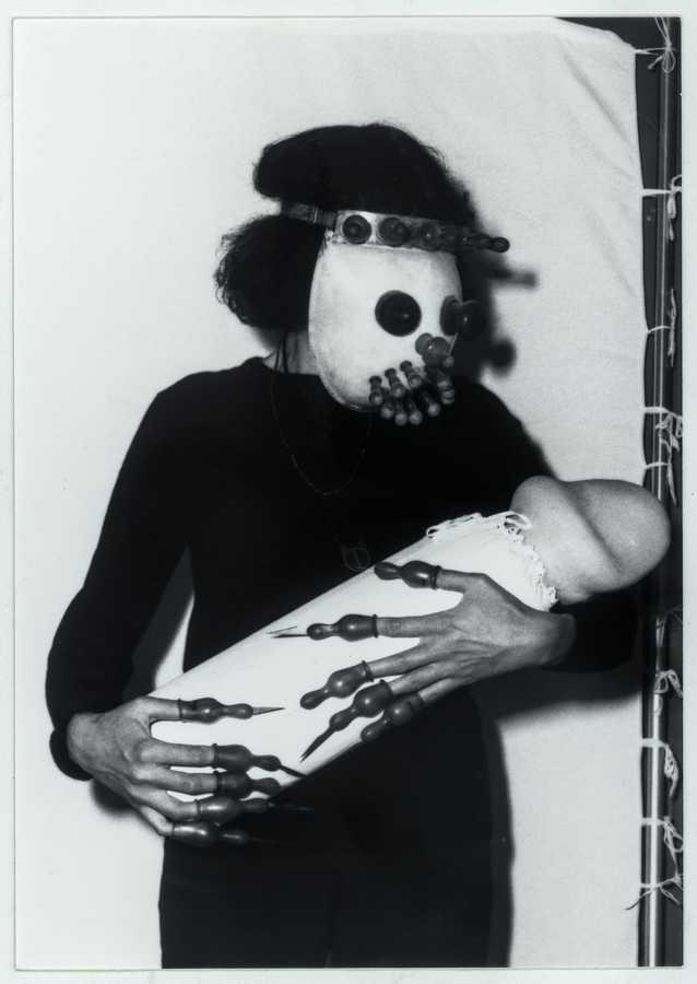 Renate Bertlmann, Nichts an dir das schreckte mich…, 1981, fotografía b/n, 12,6 x 8,7 cm. © Renate Bertlmann / Bildrecht, Viena, 2019 / The Verbund Collection, Viena