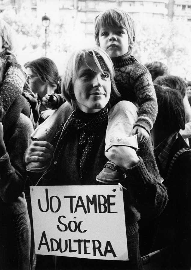 Pilar Aymerich, Manifestación a favor de la despenalización del adulterio, 1976, fotografia © Pilar Aymerich