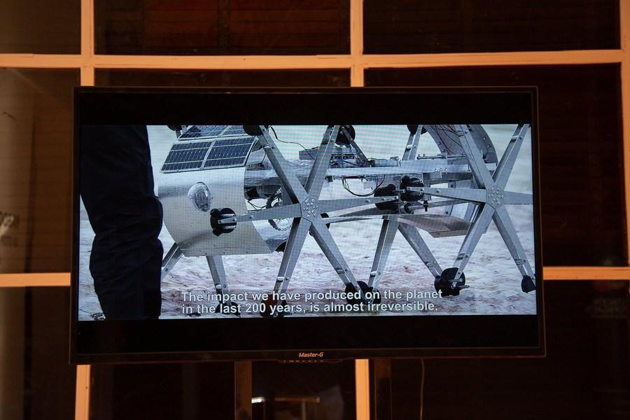 """""""Rabdomante, la utopía del agua"""", de Joaquín Fargas, 2019. Vista de la exposición en el Centro Cultural Estación de Antofagasta (CCEA). Foto cortesía de SACO"""