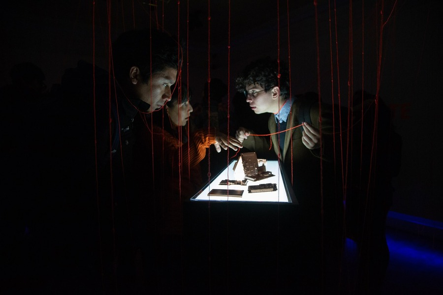 """""""Espectro de Marte"""", de Aldair Indra, 2019. Vista de la exposición en el Museo Regional de Antofagasta. Foto cortesía de SACO"""