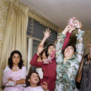 """Yvonne Venegas. Proyecto """"Días únicos"""". Ramo, 1975 Foto: José Luis Venegas. Archivo Estudio Venegas Fotografía Fina. Cortesía de Yvonne Venegas y José Luis Venegas"""