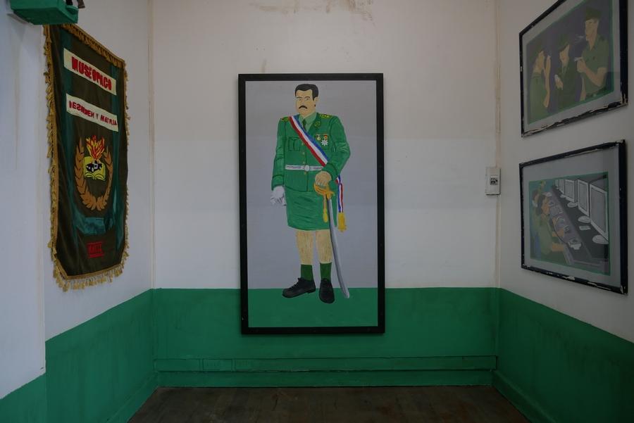 """Vista de la exposición """"Museopaco"""", de Enrique Flores y Nicolás Grum, en Local Arte Contemporáneo, Santiago de Chile, 2019. Cortesía: Local"""