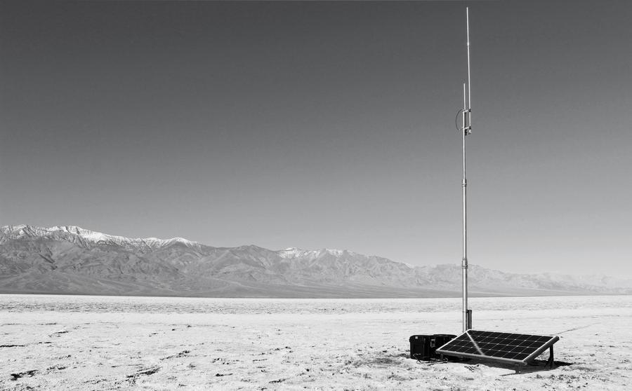 Fidel García, Static (Documentación). (Etapa 3 / Proyecto 5), 2019, Sonido / Instalación. 2 fotos impresas en PVC, un raspaberry PI 3, un USB, 24 horas de sonido, 250 x 70 cm