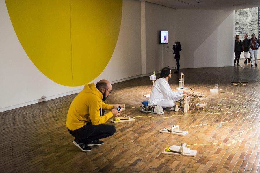 """Eblis Álvarez & Mateo Rivano en """"Universos desdoblados"""", curaduría de La Usurpadora para el 45 SNA, MAMBO, Bogotá, 2019. Foto cortesía de 45 SNA"""