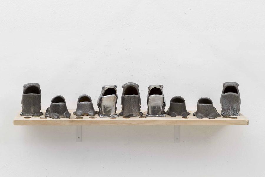 """Juego de la Rana, 2019, de Marco Montiel-Soto. Vista de la exposición """"Paquete Chileno"""" en Die Ecke Arte Contemporáneo, Santiago de Chile, 2019. Foto: Álvaro Mardones"""