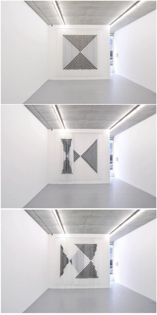Oscar Abraham Pabón, Pictorial tradition I, 2016, acrílico sobre cortinas de poliéster. Vista de la exposición en la galeria Martin van Zomeren. Cortesía de la galería