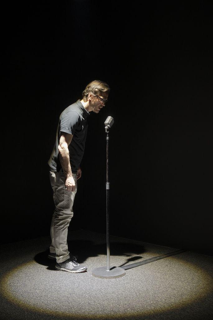 Rafael Lozano-Hemmer, Micrófono, 2008. Vista de la instalacción en la muestra Preabsence, Haus der Elektronischen Künste Basel, Basilea, Suiza, 2016. Foto: Franz Wamhof