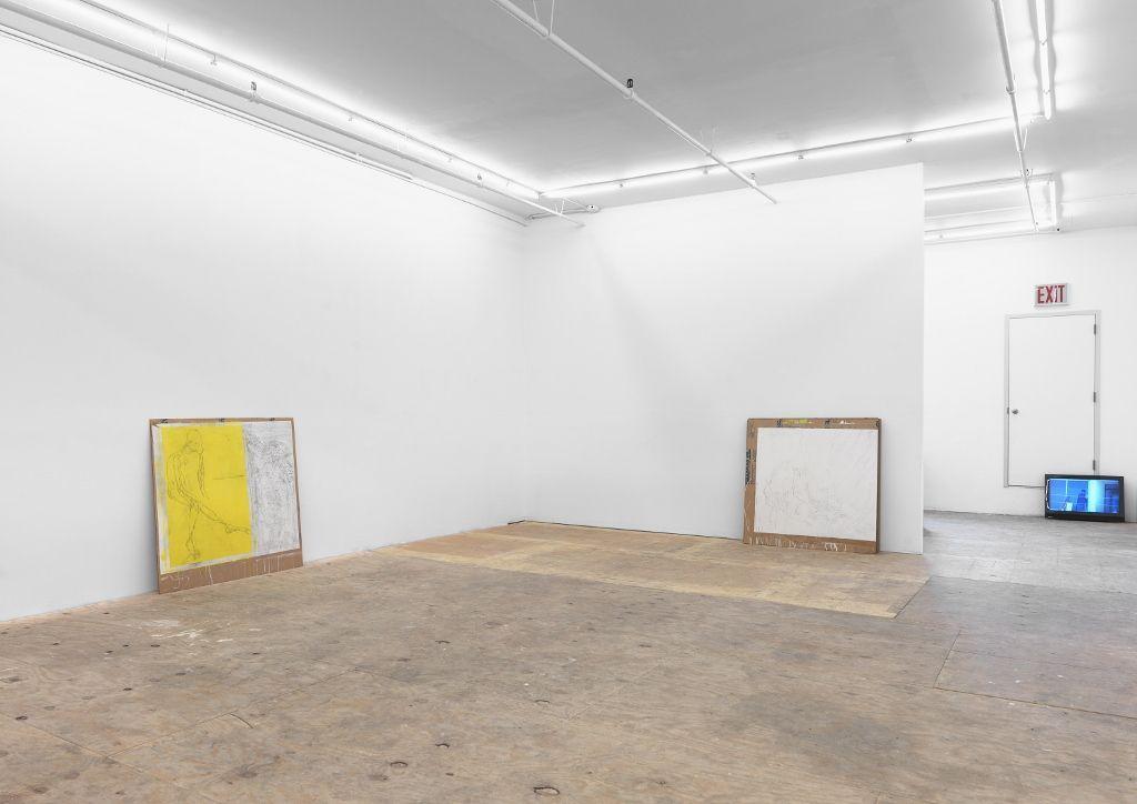 """Vista de la exposición """"Given a wall, what's happening behind it?"""", de Cristóbal Lehyt, en la galería Johannes Vogt, Nueva York. Cortesía del artista y la galería"""