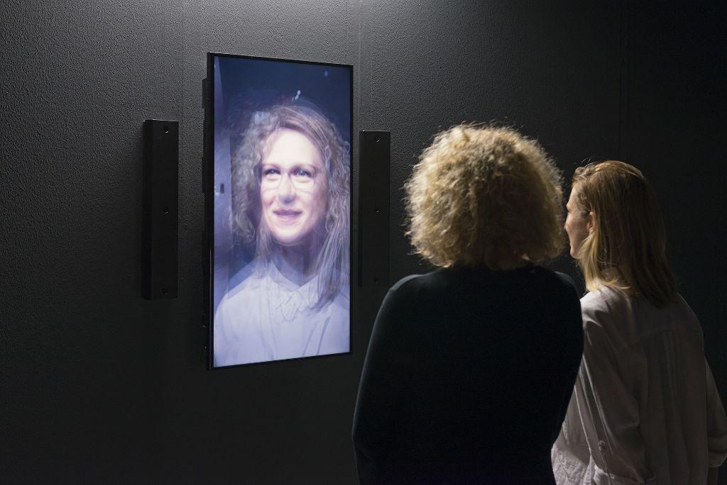 Rafael Lozano-Hemmer, Asamblea Redundante, 2016. Vista de la instalacción en la muestra Preabsence, Haus der Elektronischen Künste Basel, Basilea, Suiza, 2016. Foto: Franz Wamhof