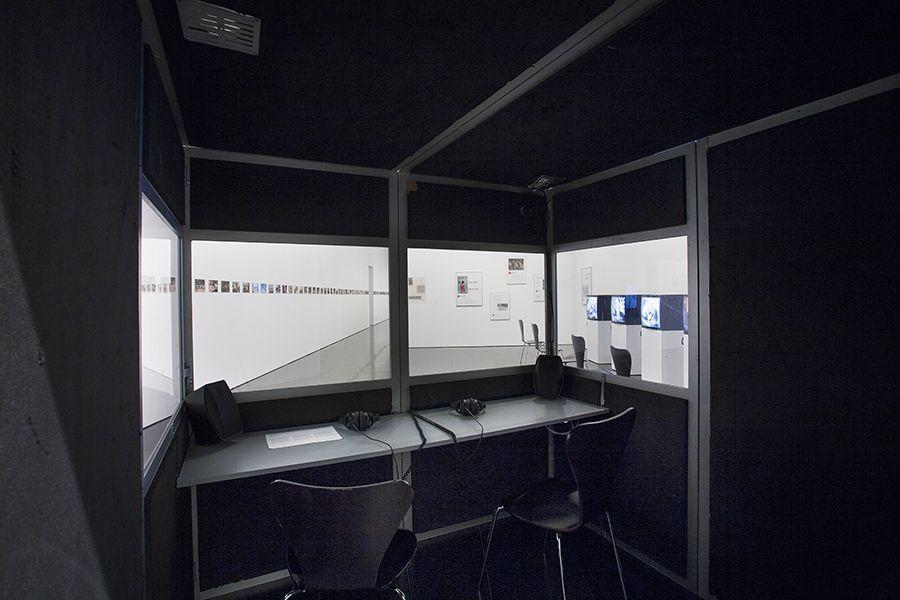 Vista de la exposición 'Andrea Fraser. L'1%, c'est moi', 2016. Foto: La Fotogràfica