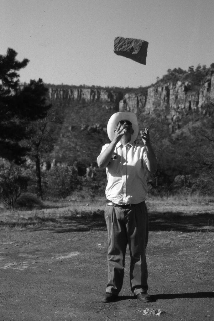 Mario García Torres, Es vaquero, mi papá..., 2006, Díptico, impresión inkjet en papel algodón. Colección RPG, México. Cortesía del artista