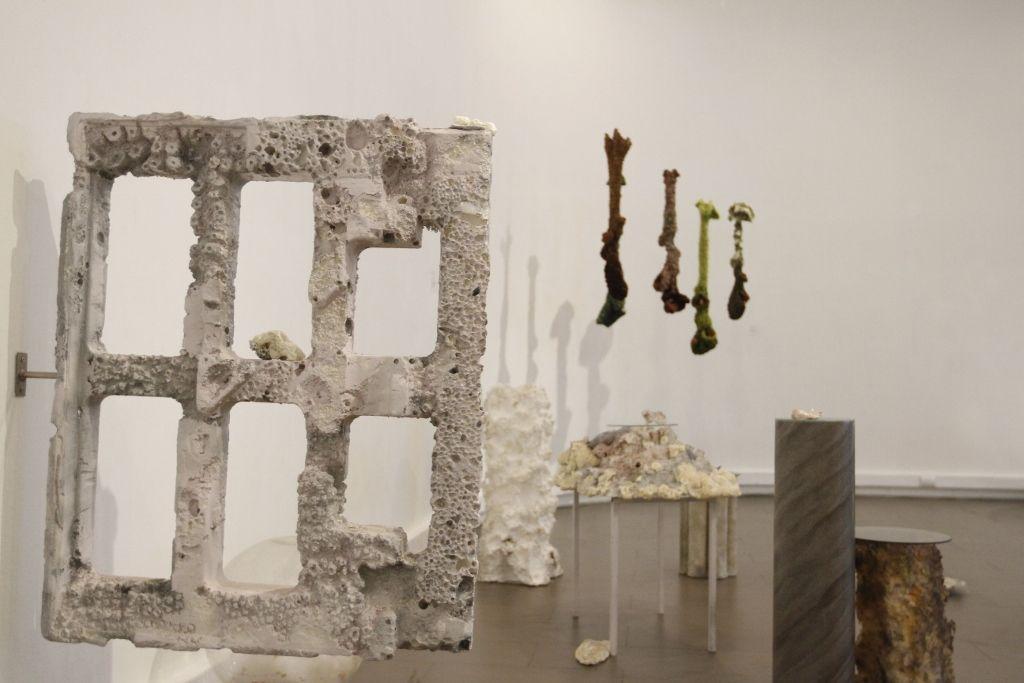 Vista de la exposición Umbrales en la Galería de Arte del Centro de Extensión de la Universidad Católica, Santiago, 2016. Cortesía: Centro de Extensión UC