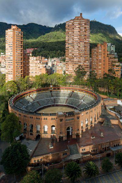 Rogelio-Salmona.-Torres-del-Parque-Residencial-Complex-Bogotá-Colombia-1964-1970