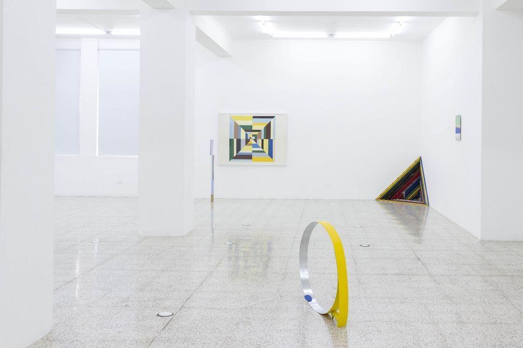 """Vista de la exposición """"Overlape / Traslape"""", The 9.99 gallery, Ciudad de Guatemala. Cortesía de los artistas y de la galería"""