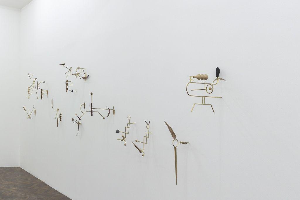 Vista de la exposición de Edgar Orlaineta, The 9.99 gallery, Ciudad de Guatemala. Cortesía de los artistas y de la galería