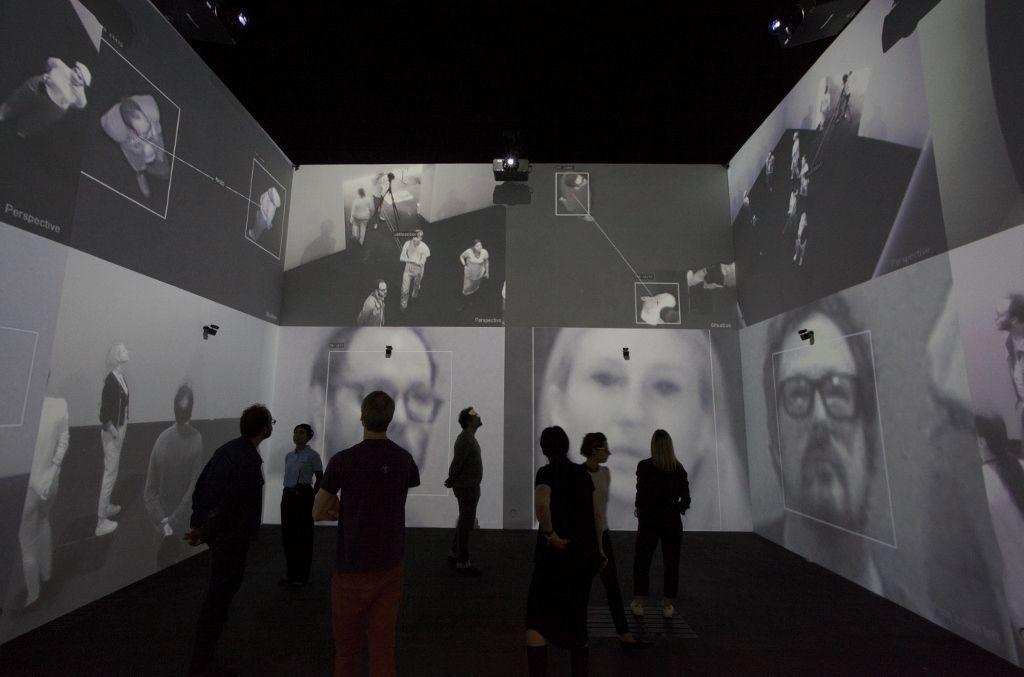 """Rafael Lozano-Hemmer, """"Zoom Pavilion"""", 2015. Vista de la instalación en Art Basel Unlimited, Basilea, Suiza, 2016. Foto: Sebastiano Pellion"""
