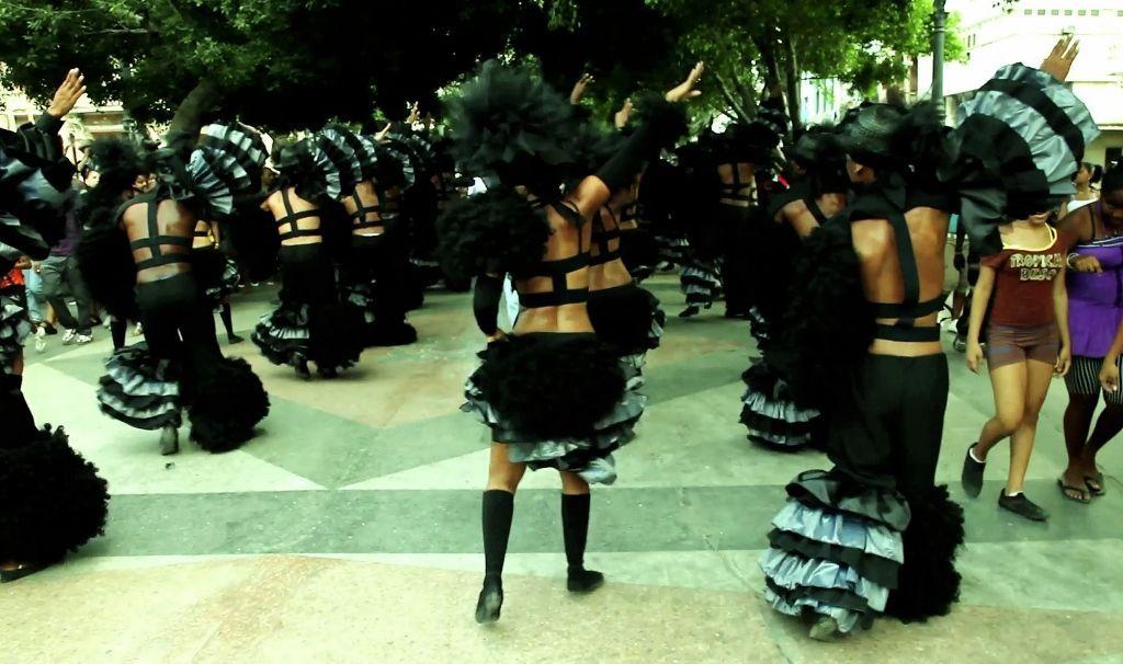 """Los Carpinteros, Conga Irreversible 2012, video HD, color, monocanal, audio stereo, 11' 53"""" © Los Carpinteros"""