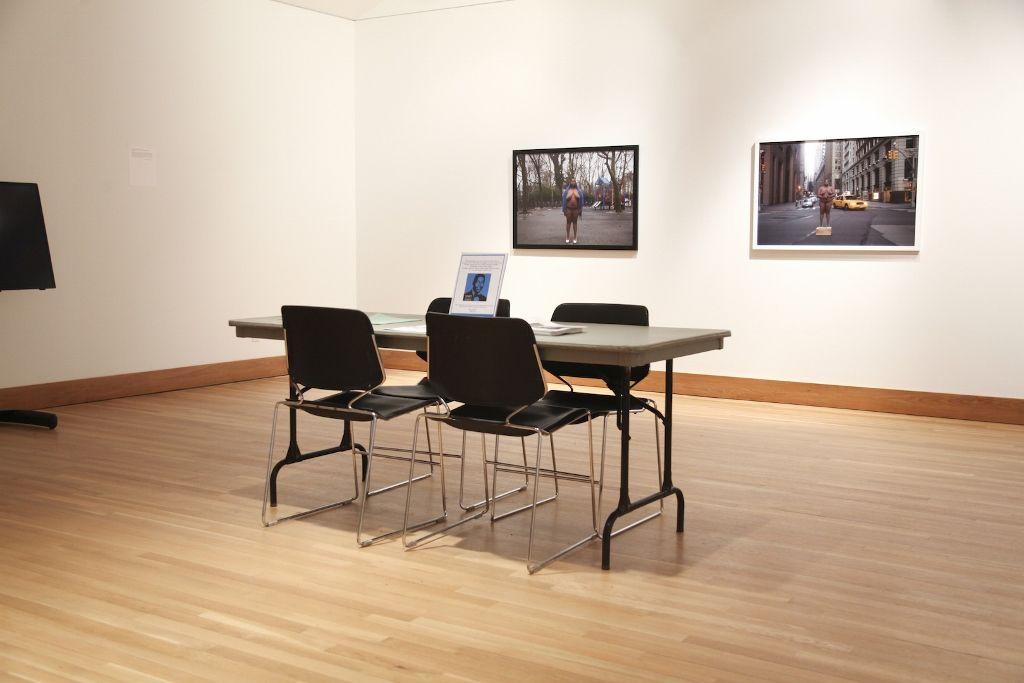"""Vista de la exposición """"I can't breathe"""". Galería de Arte del College of Staten Island (CSI) de la Universidad de la Ciudad de Nueva York (CUNY), 2016. Foto: Charlie Tagle"""