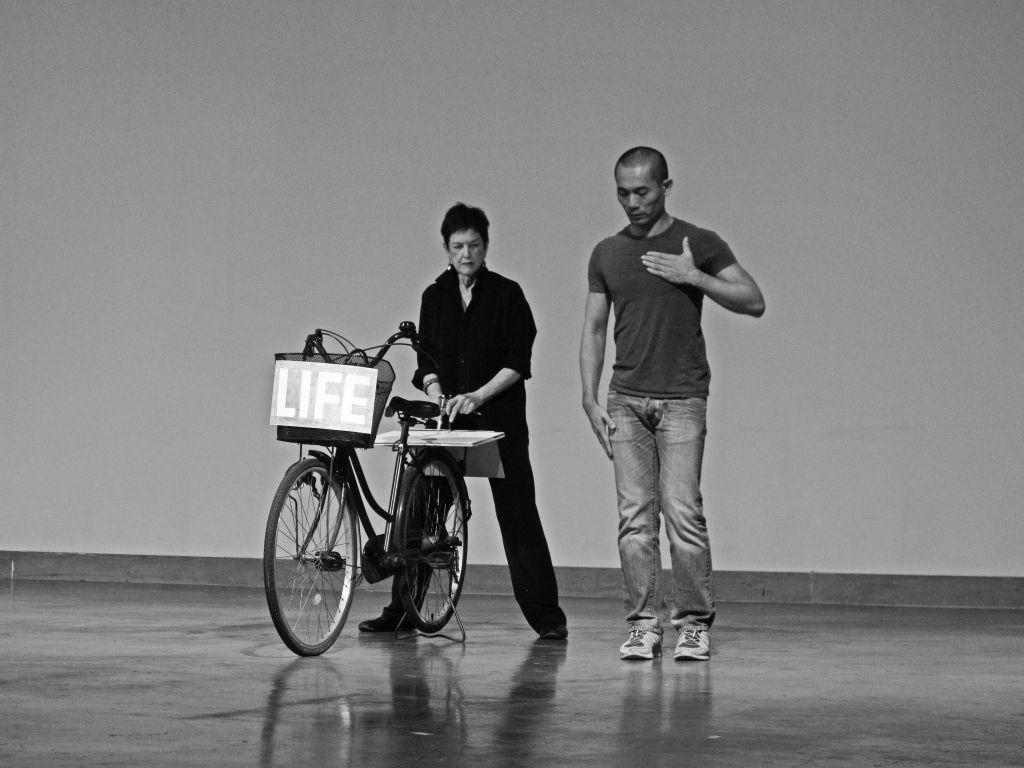Morgan O'Hara. LIVE TRANSMISSION. Performance con Pichet Klunchen. Asiatopia Festival, Bangkok, Thailand, 2012. Foto: Sinead O'Donnell