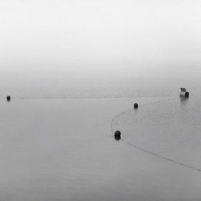 Francisco Navarrete Sitja. Tu materia es la confluencia de todas las cosas. Parte de la muestra: Tierra (en)cubierta. Cooperativa de Agua Potable RAU Ltda. Colbún, Chile. 2016. Foto cortesía del artista.