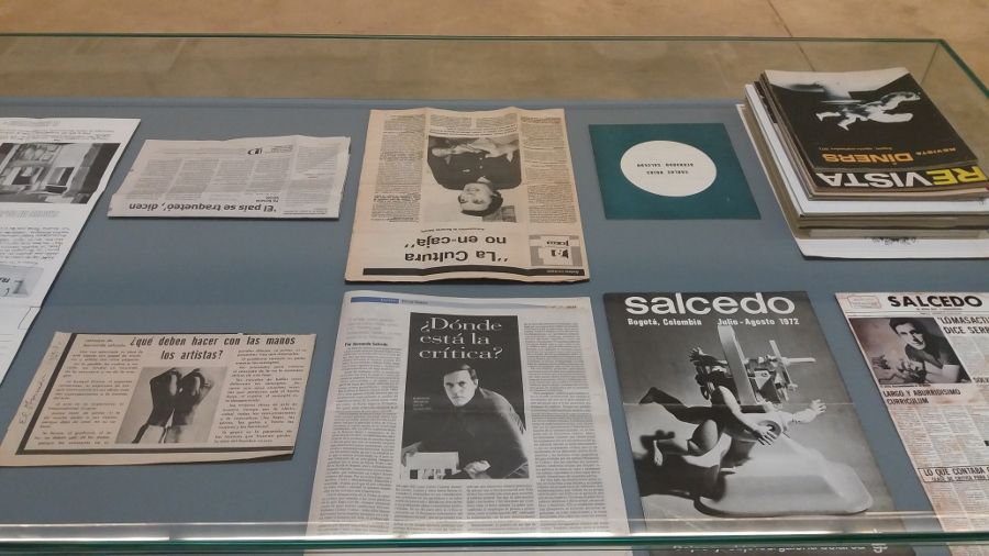 Vitrina con material de archivo sobre Bernardo Salcedo, MAMM. Foto: Úrsula Ochoa