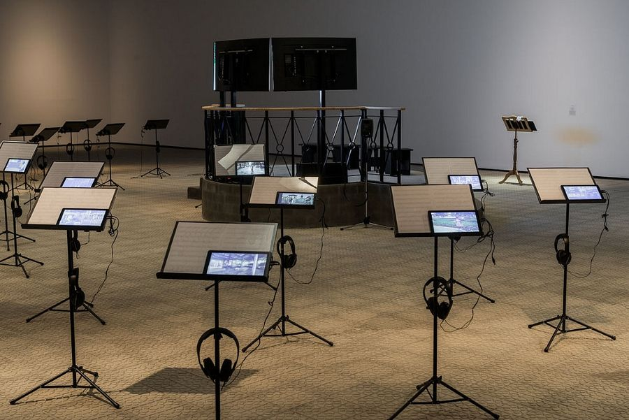 "Vista de la exposición ""Epifanías Urbanas"", de Carlos Garaicoa, en Azkuna Zentroa, Bilbao, España, 2017. Cortesía: Azkuna Zentroa"