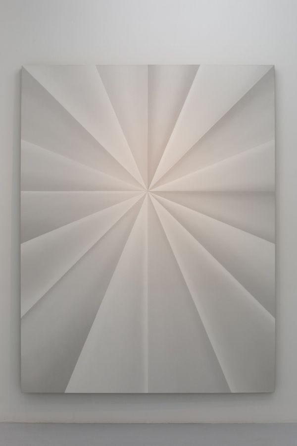 Gonzalo Lebrija, Unfolded Painting (Polar Ring), 2016, óleo sobre lino, 240 x 185.5 cm. Cortesía: Gonzalo Lebrija y Travesía Cuatro