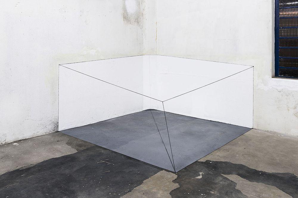 """Vista de la exposición """"Lydia Okumura: Dentro, o que existe fora"""" 2017, Galeria Jaqueline Martins, São Paulo. Foto: Ding Musa. Cortesía: Galeria Jaqueline Martins"""