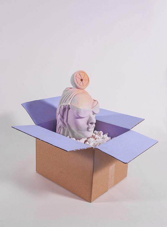 Cristina Tufiño, Jacuzzi Muse, 2017, cerámica, caja de cartón. Cortesía: Galería Agustina Ferreyra, San Juan, Puerto Rico