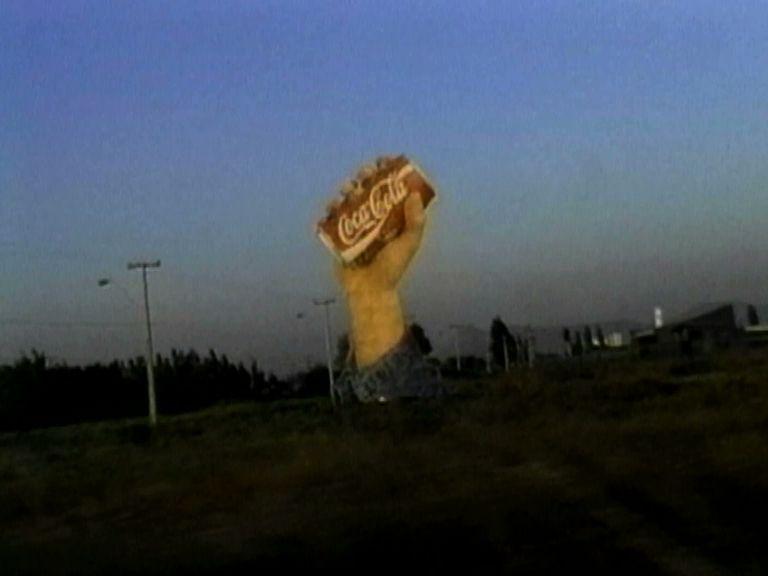 Martha Rosler, Chile on the Road to NAFTA, 1997, video monocanal, color, sonido, 10 min. Col·lecció MACBA. Dipòsit de l'Ajuntament de Barcelona