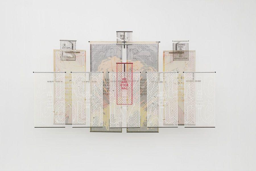 """Iván Argote, """"La Venganza Del Amor"""", 2017, vista de exposición. Foto: Guillaume Ziccarelli. Cortesía del artista y Galerie Perrotin, Nueva York"""