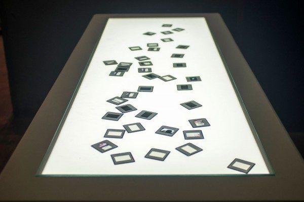 """Vista de la exposición """"Lo invisible"""", de Rosell Meseguer, en La Fragua. Tabacalera, Madrid, 2015. Cortesía: Tabacalera Promoción del Arte"""