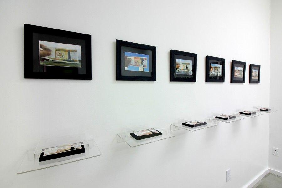 Piezas de Jesús Hernández-Güero en la exposición El objeto y la imagen (esto tampoco es una silla), curada por el colectivo Aluna en Concrete Space Projects, Doral, Miami. Foto: cortesía de la galería.