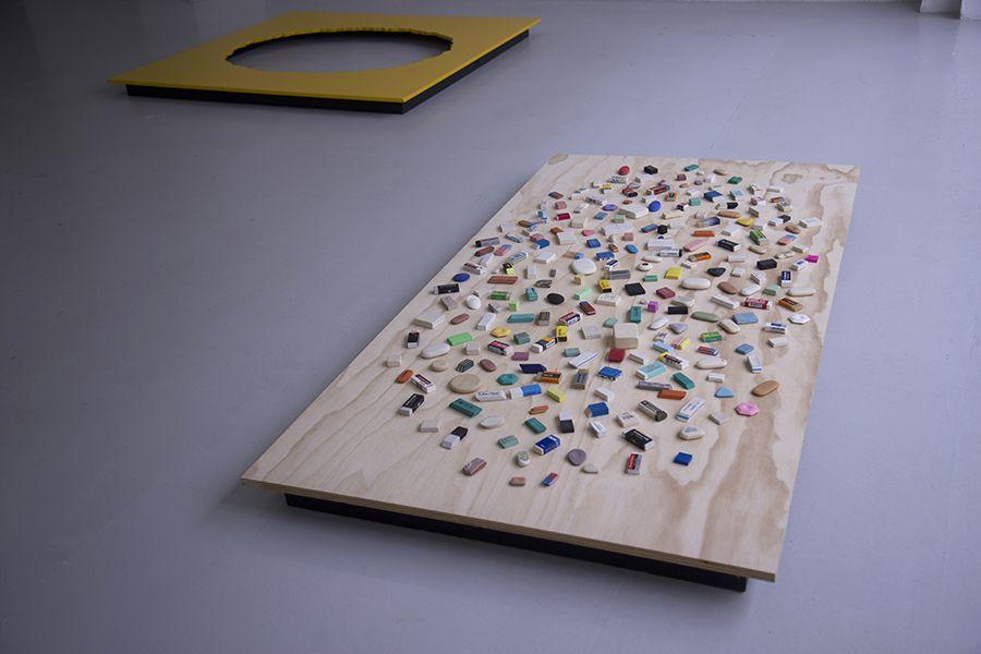 Archivo Cornucopia (2015-2017), en la muestra Los libros y las cosas de Martín La Roche en Galería Gabriela Mistral, Santiago de Chile. Foto: Carla Yovane, cortesía del artista.
